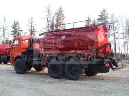 Вакуумная цистерна АКН-10ОД на вездеходе КАМАЗ 43118