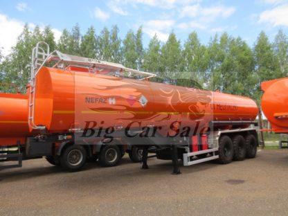 Трехосный нефтевоз НЕФАЗ 96745 для внедорожного тягача